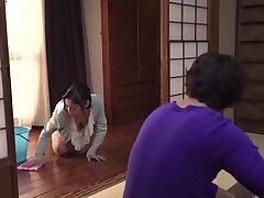 japaneese-mom-nipples