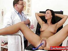 babe-bizarre-closeup-doctor