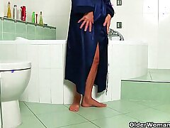 bathroom-cougar-gilf-grandma